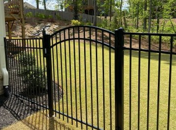 Arched Gate in Smooth Top Metal Fence